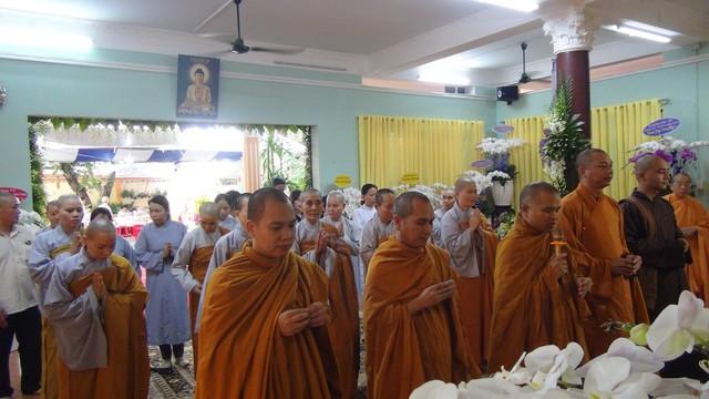 TP.HCM: Văn phòng Viện Nghiên cứu Phật học VN và Học viện Phật giáo viếng tang NT. Ngoạt Liên